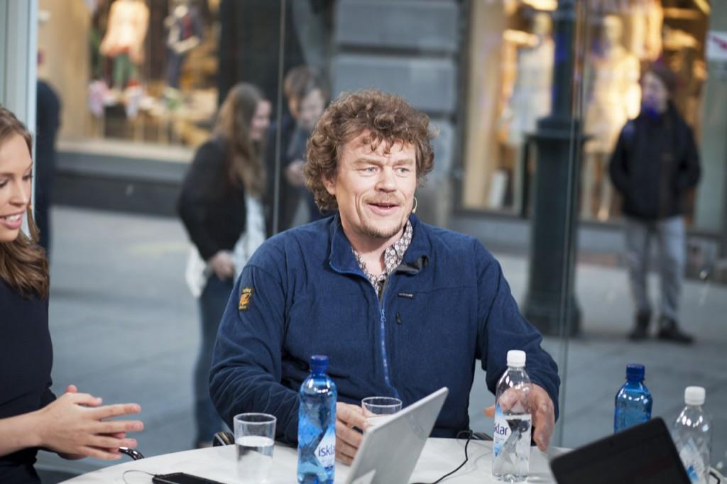 Lars Monsen under TV 2s sjakksending på Karl Johan. Foto: Linnea Syversen