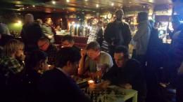 Pub-sjakk på Løkka. Foto: Tarjei J. Svensen