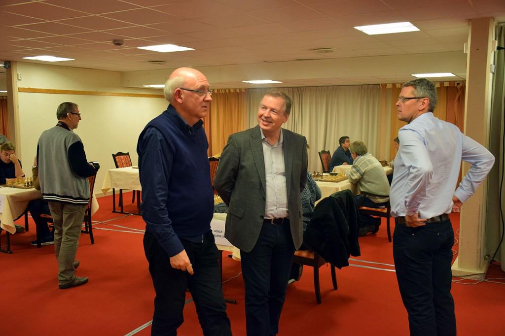 Øystein Brekke i samtale med generalsekretær i NSF Geir Nesheim fredag. Foto: Tarjei J. Svensen