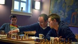Magnus Carlsen, Boris Gelfand og Frode Urkedal. Foto: Tarjei J. Svensen