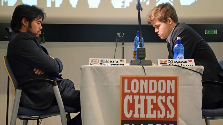 Carlsen i møtet med Nakamura i London i 2015. Foto: Yerazik Khachatourian