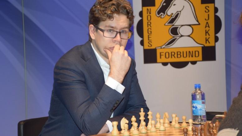 Jon Ludvig Vrakes Som Tv 2 Kommentator Under London Chess Classic