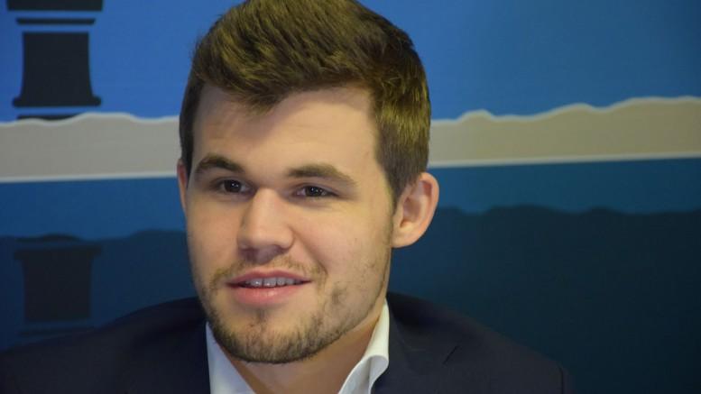 Magnus Carlsen på pressekonferansen etter sin femte seier i Wijk aan Zee. Foto: Yerazik Khachatourian