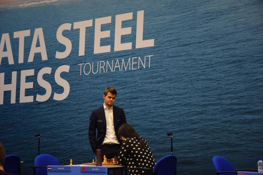Magnus Carlsen og Yifan Hou