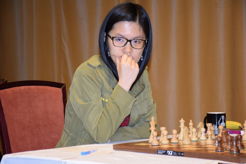 Yifan Hou med to remiser i Altibox Norway Chess Qualifier. Foto: Tarjei J. Svensen