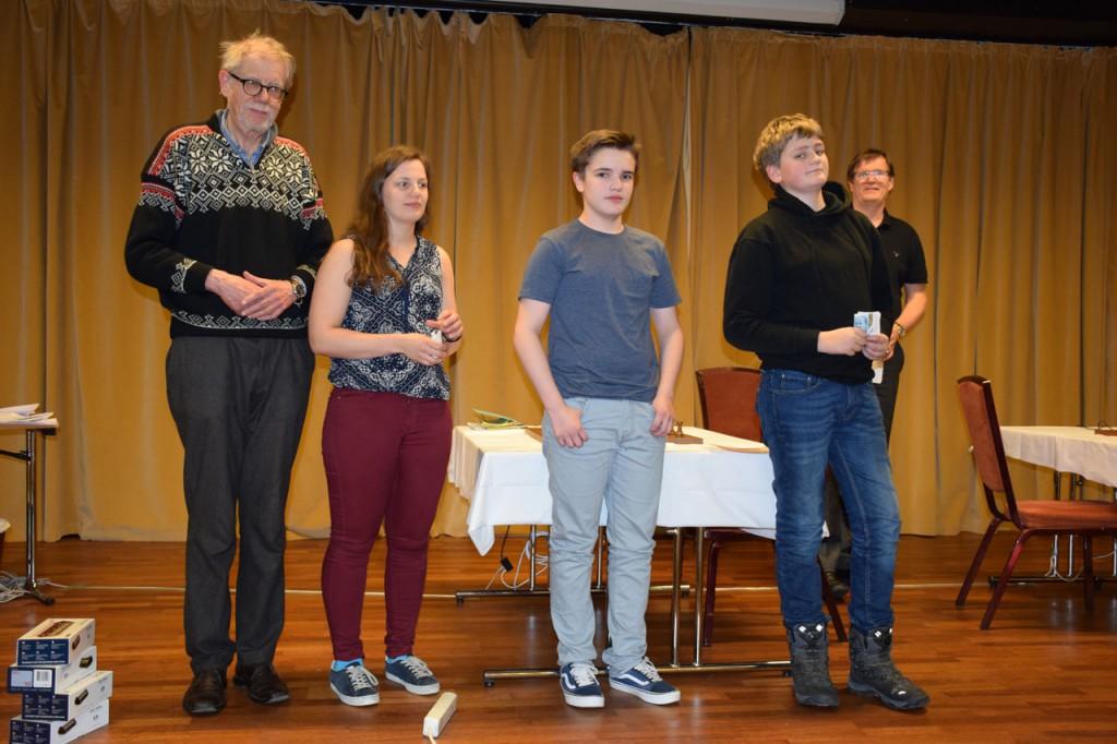 Premievinner ei klasse B. Fra venstre: Odd Ristesund, Lisbeth Haugsvær, Andreas Sebastian og Sigurd Lauvås Gaure. Foto: Tarjei J. Svensen