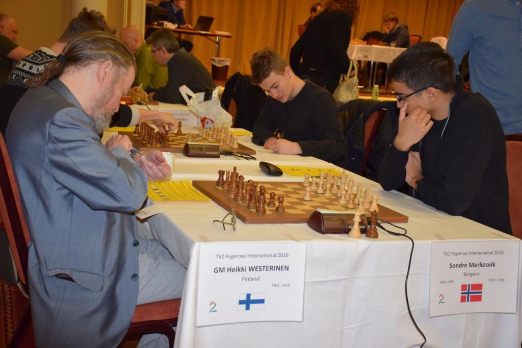 Sondre Merkesvik førte sluttspillet enkelt til seier over sjakklegenden Heikki Westerinen. Foto: Tarjei J. Svensen