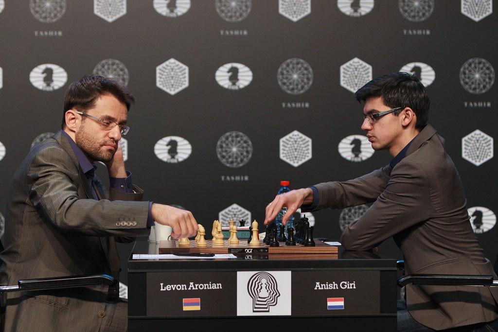 Aronian - Giri. Foto: WORLD CHESS Press Office; Evgeny Pogonin