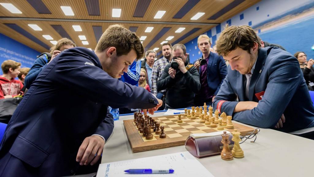 Magnus Carlsen og Sergey Karjakin i forrige møte i Wijk aan Zee i år. Foto: Alina l'Ami.