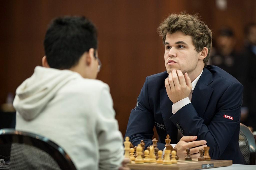 Carlsen vant Qatar etter omspill mot Yu Yangyi. Foto: David Llada