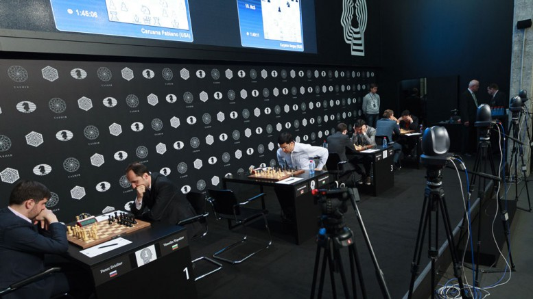 Fra 2. runde lørdag. Foto: WORLD CHESS Press Office; Evgeny Pogonin