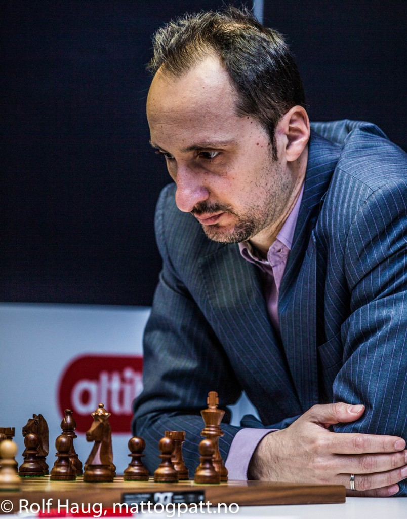 A typical Veselin Topalov pose. Photo: Rolf Haug