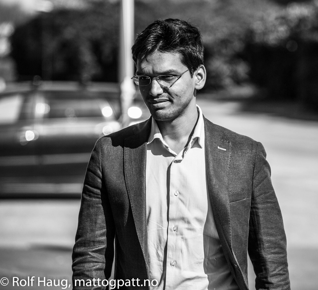 Pentala Harikrishna on his way to work. Photo: Rolf Haug