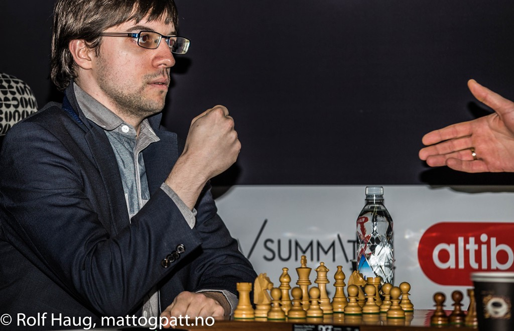 Maxime Vachier-Lagrave ready to shake hands. Or? Photo: Rolf Haug