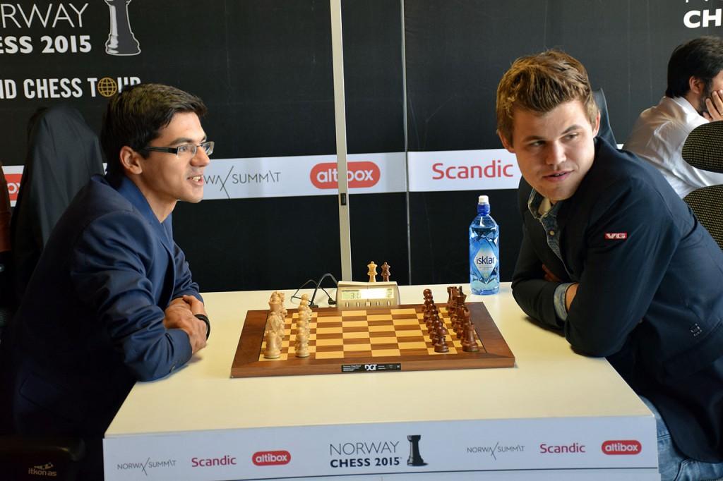 Fra møtet med Anish Giri i fjorårets lynsjakk i Norway Chess. Foto: Tarjei J. Svensen