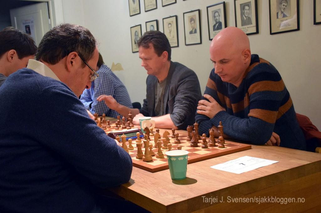 Atle Grønn i aksjon mot Boris Gelfand i lynsjakk i fjor høst. Foto: Tarjei J. Svensen