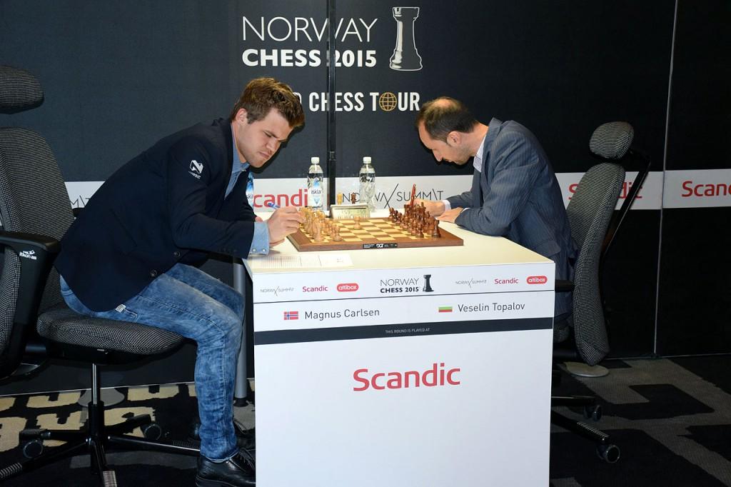 Carlsen før det skjebnesvangre partiet mot Topalov i fjor. Foto: Tarjei J. Svensen