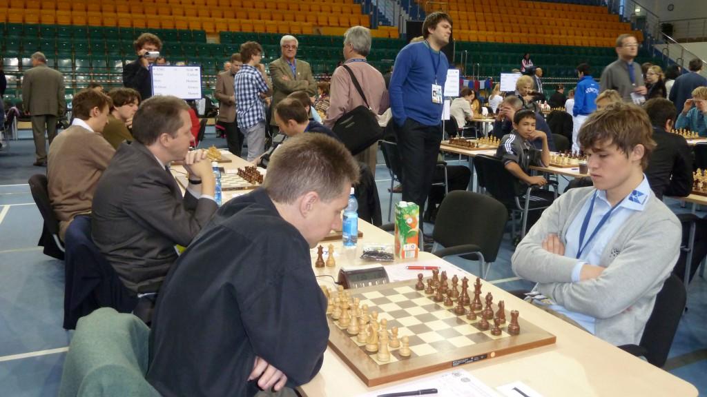 Magnus Carlsen fra partiet i Khanty-Mansiysk der han tapte så det sang mot Michael Adams. Foto: Yerazik Khachatourian
