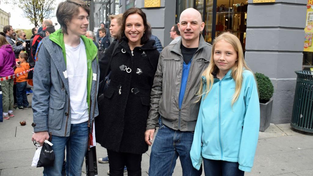 Atle Grønn med kona Vibeke, sønnen Eskil og dattera Embla.
