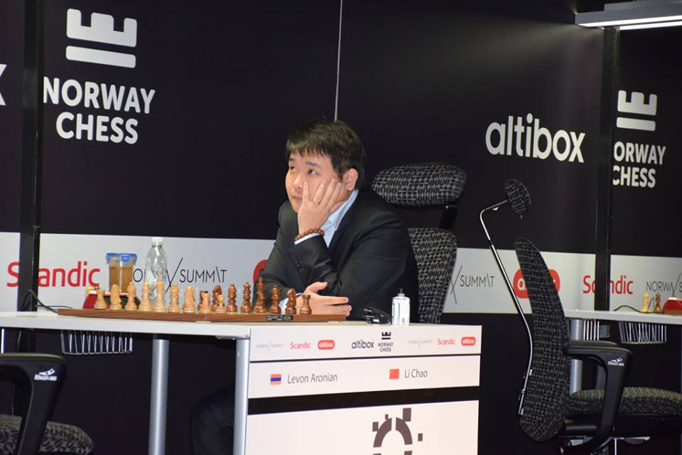 Li Chao før partiet mot Levon Aronian. Foto: Tarjei J. Svensen