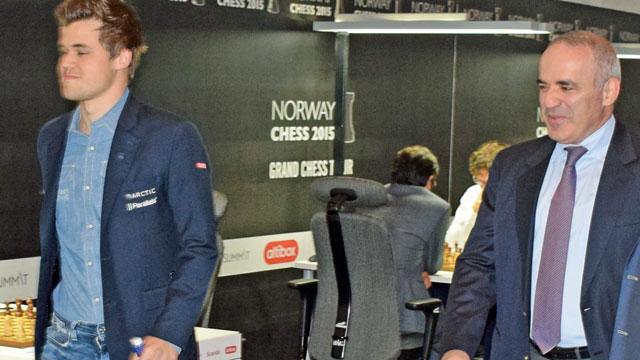 Carlsen og Kasparov før start i fjorårets Norway Chess. Foto: Tarjei J. Svensen