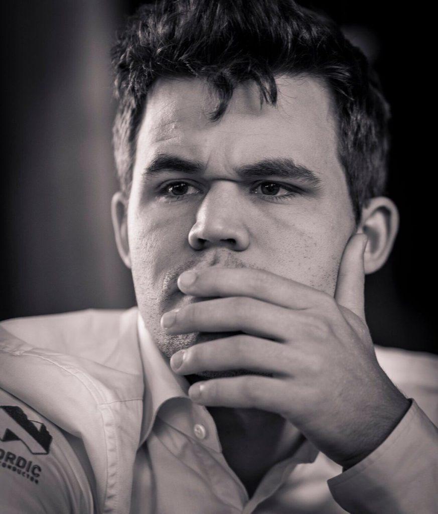Magnus Carlsen var ikke fornøyd med eget spill. Foto: Lennart Ootes/Grand Chess Tour