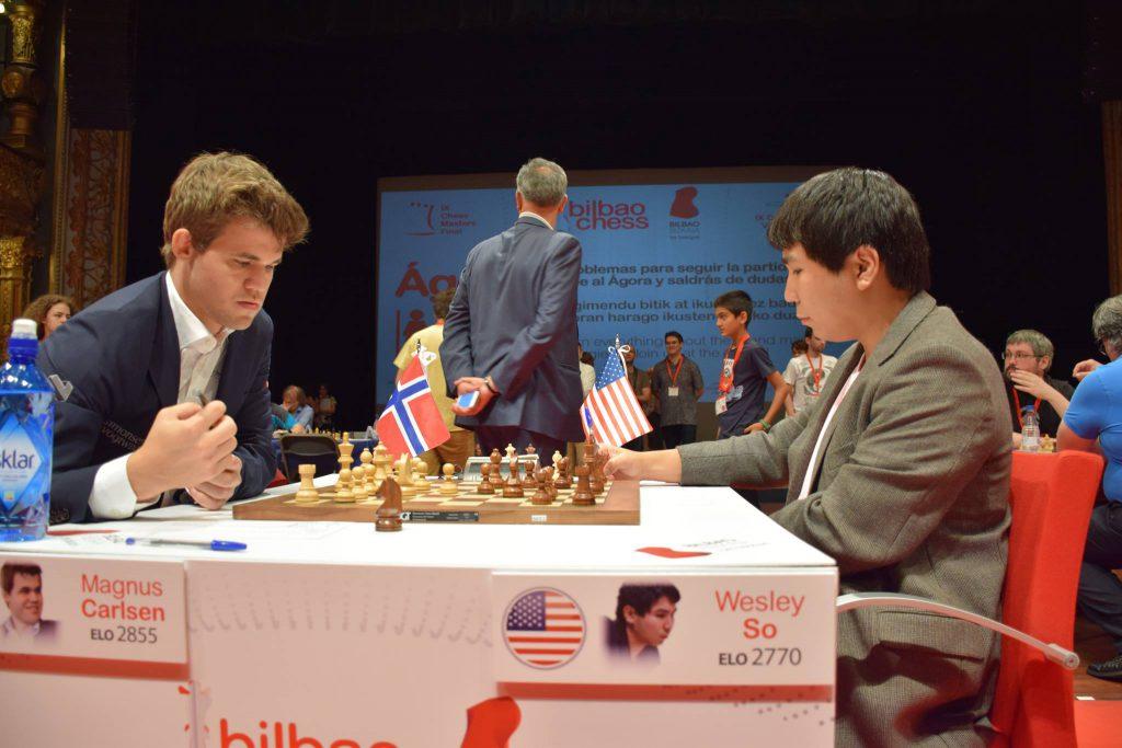Carlsen i møtet med So tidligere i turneringen. Foto: Yerazik Khachatourian