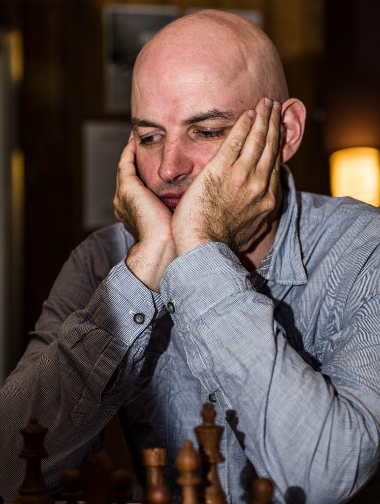EKSPERT: Atle Grønn, sjakkspaltist i Aftenposten og kommentator. Foto: Rolf Haug/mattogpatt.no