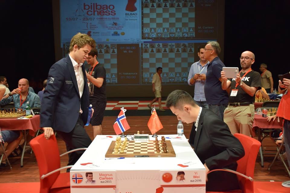 Carlsen gjør seg klar for sitt tredje oppgjør mot det kinesiske supertalentet. Foto: Yerazik Khachatourian