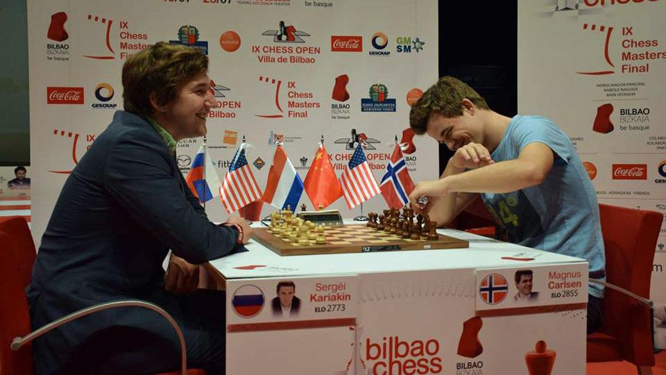 Sergey Karjakin og Magnus Carlsen under pressekonferansen i Bilbao. Foto: Tarjei J. Svensen