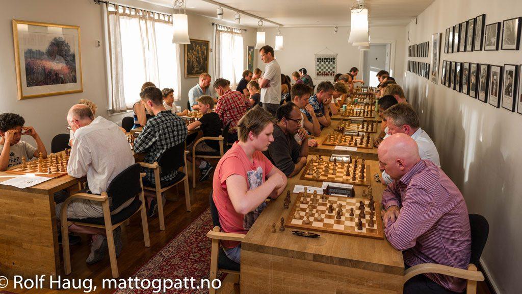 Lynsjakkturneringene i Oslo Schakselskap er populære. Foto: Rolf Haug (www.haugsbilsalg.no)