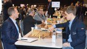 Magnus Carlsen under EM for landslag i november, her mot Danmarks Sune Berg Hansen. Foto: Tarjei J. Svensen