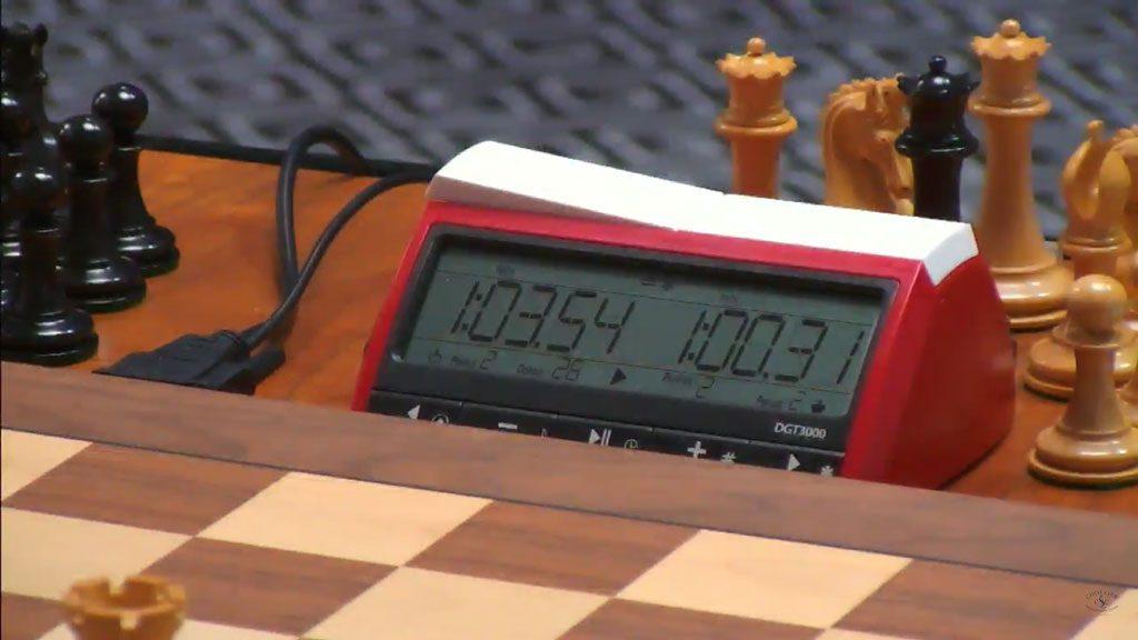 Caruana har akkurat fått én time på klokka etter sitt 40. trekk. Foto: Skjermdump Grand Chess Tour