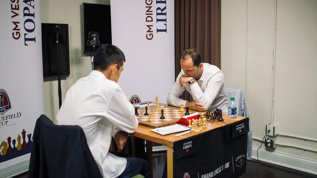 Ding Liren mot Veselin Topalov. Foto: Austin Fuller/Grand Chess Tour
