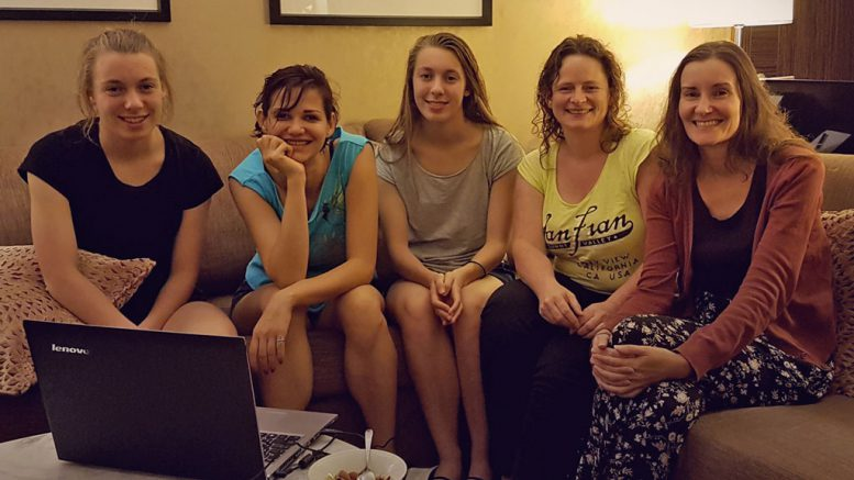 Det norske kvinnelaget med Monika Machlik, Olga Dolzhikova, Edit Machlik, Sheila Barth Sahl og Ellen Hagesæther. Foto: Norges Sjakkforbund