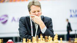 Nigel Short er stadig i kontroverser. Under Sjakk-OL var han i enda en. Foto: Andreas Kontokanis (CC BY-SA 2.0)