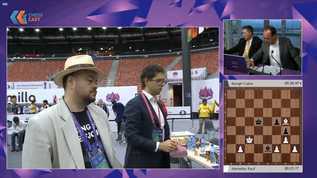 Jon Ludvig Hammer og Jonathan Tisdall måtte sette sin lit til at Magnus Carlsen skulle vinne på 1. bord. Foto: ChessCast/Baku Chess Olympiad
