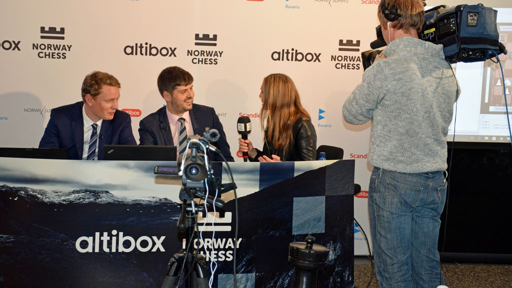 Snare interviewing Peter Svidler and Jan Gustafsson for TV 2 during the Norway Chess coverage this year. Photo: Tarjei J. Svensen