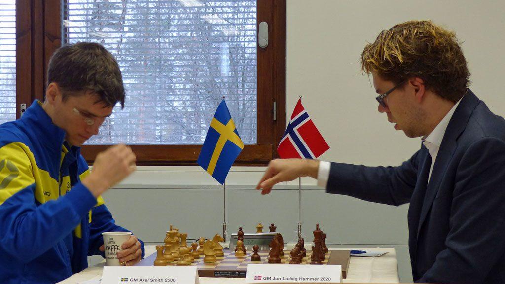 Axel Smith slo Jon Ludvig Hammer i 9. runde. Foto: Toivo Pudas