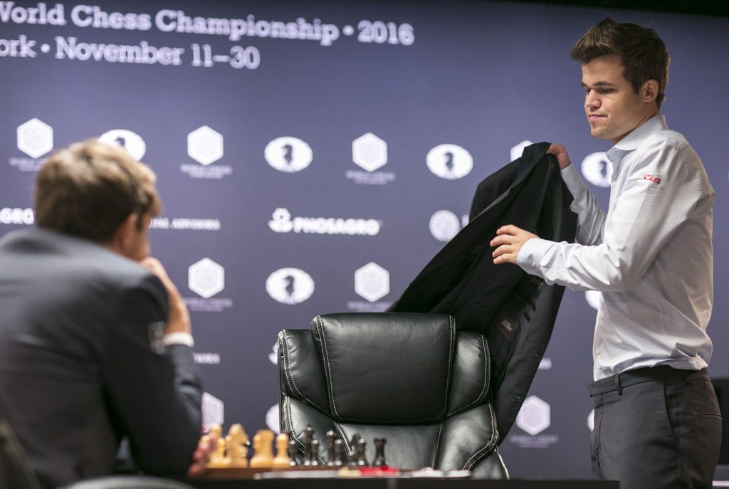Carlsen took off his jacket and was ready for a fight, but the game ended in a draw after just above two hours. Photo: Maria Emelianova