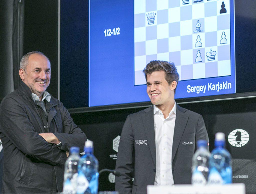 Espen Agdestein og Magnus Carlsen, her i New York. Foto: Maria Emelianova