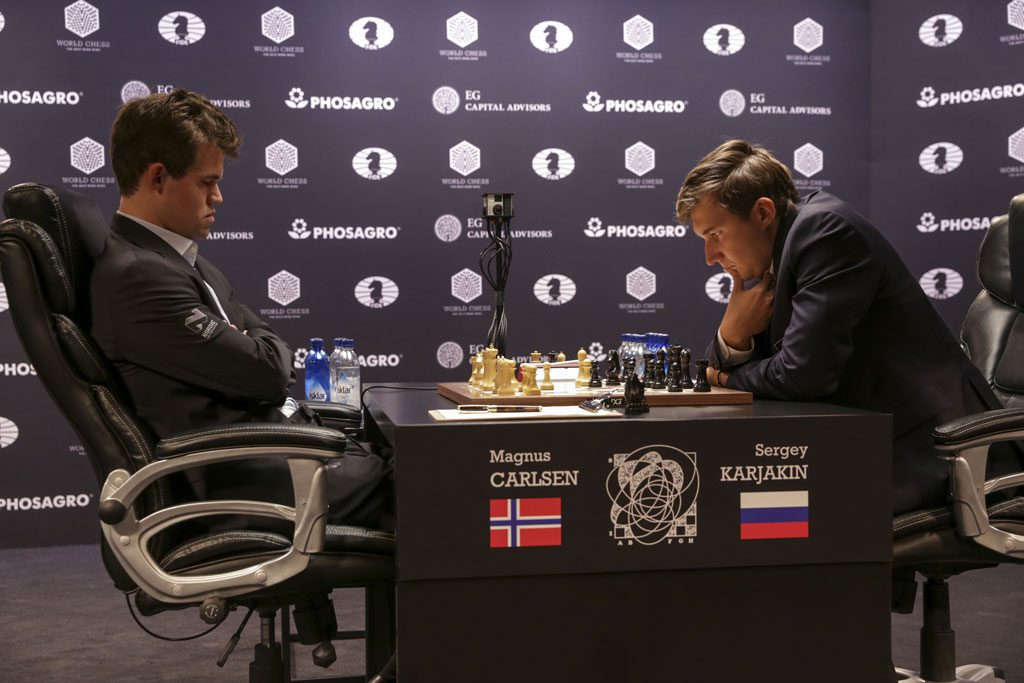 Remis i første VM-partiet mellom Carlsen og Karjakin. Foto: World Chess
