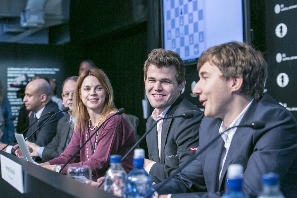 Anastasiya Karlovich leading the press conference with Magnus Carlsen and Sergey Karjakin. Photo: Maria Emelianova