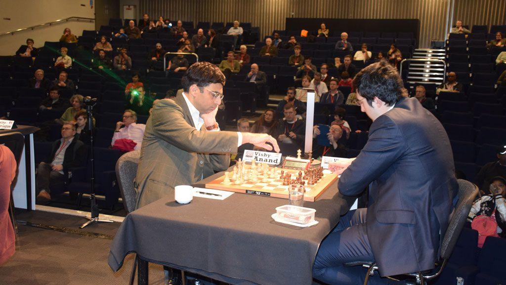 Viswanathan Anand og Vladimir Kramnik har møttes over 180 ganger siden første møte i 1989. Nå ble det remis for 72. gang. Foto: Yerazik Khachatourian