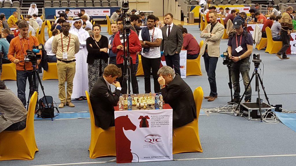 Vasily Ivanchuk ga Magnus Carlsen problemer i 7. runde av VM i hurtigsjakk. Foto: Tarjei J. Svensen