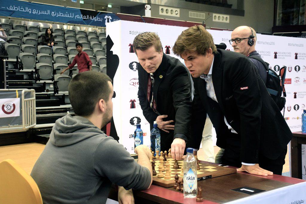 Carlsen etter at seieren over Nepomniachtchi var sikret. Foto: Yerazik Khachatourian
