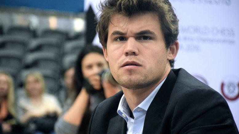 Magnus Carlsen under VM i lynsjakk i Qatar. Foto: Yerazik Khachatourian