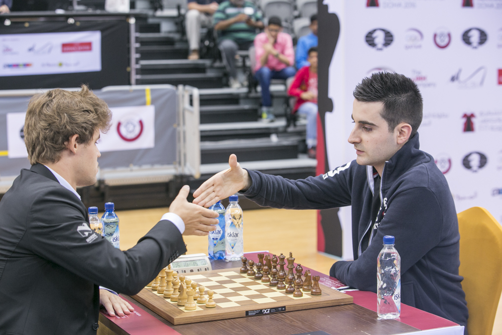 Magnus Carlsen med sluttspillseier over Benjamin Bok. Foto: Maria Emelianova