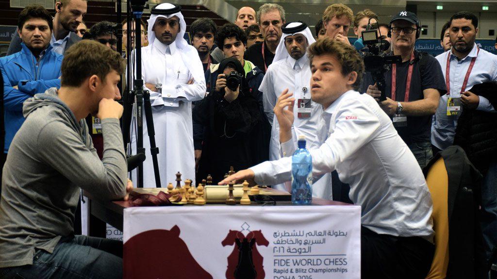 Magnus Carlsen forsøkte seg med et remiskrav i tapt stilling, men fikk avslag og ga opp partiet. Foto: Yerazik Khachatourian