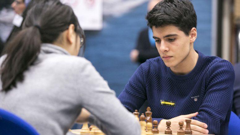 Aryan Tari i 13. runde mot WGM Lei Tingjie fra Kina. Foto: Maria Emelianova